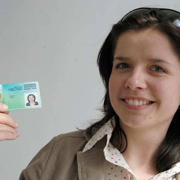 Barbara Stanek, studentka Wyższej Szkoły Informatyki i Zarządzania w Rzeszowie: - To dobra wiadomość. Wreszcie nie będę musiała nosić kilku legitymacji.
