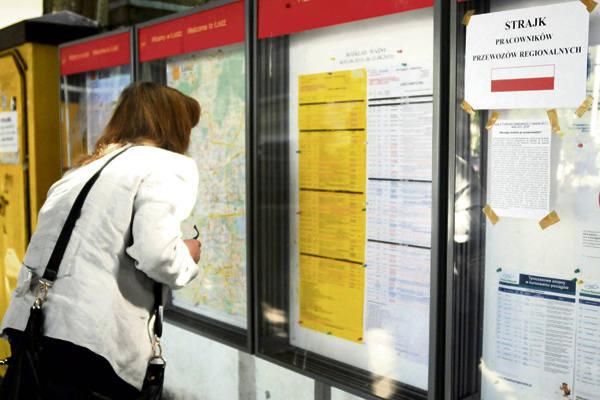 Pasażerowie wyszukiwali w rozkładach tych połączeń, które nie zostały wczoraj zawieszone.