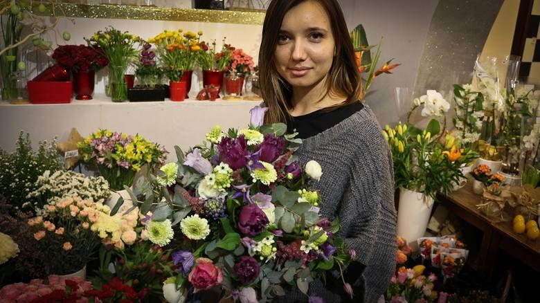 Dzień Kobiet - jakie kwiaty wybrać dla naszych Pań? Kosztują od kilkunastu złotych do nawet kilkunastu tysięcy złotych. A wiele kobiet bez względu na