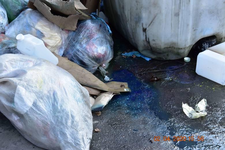 Na terenie byłego Zakładu Tworzyw Sztucznych w Pionkach ujawniono mieszaninę farby drukarskiej z wodą opadową.