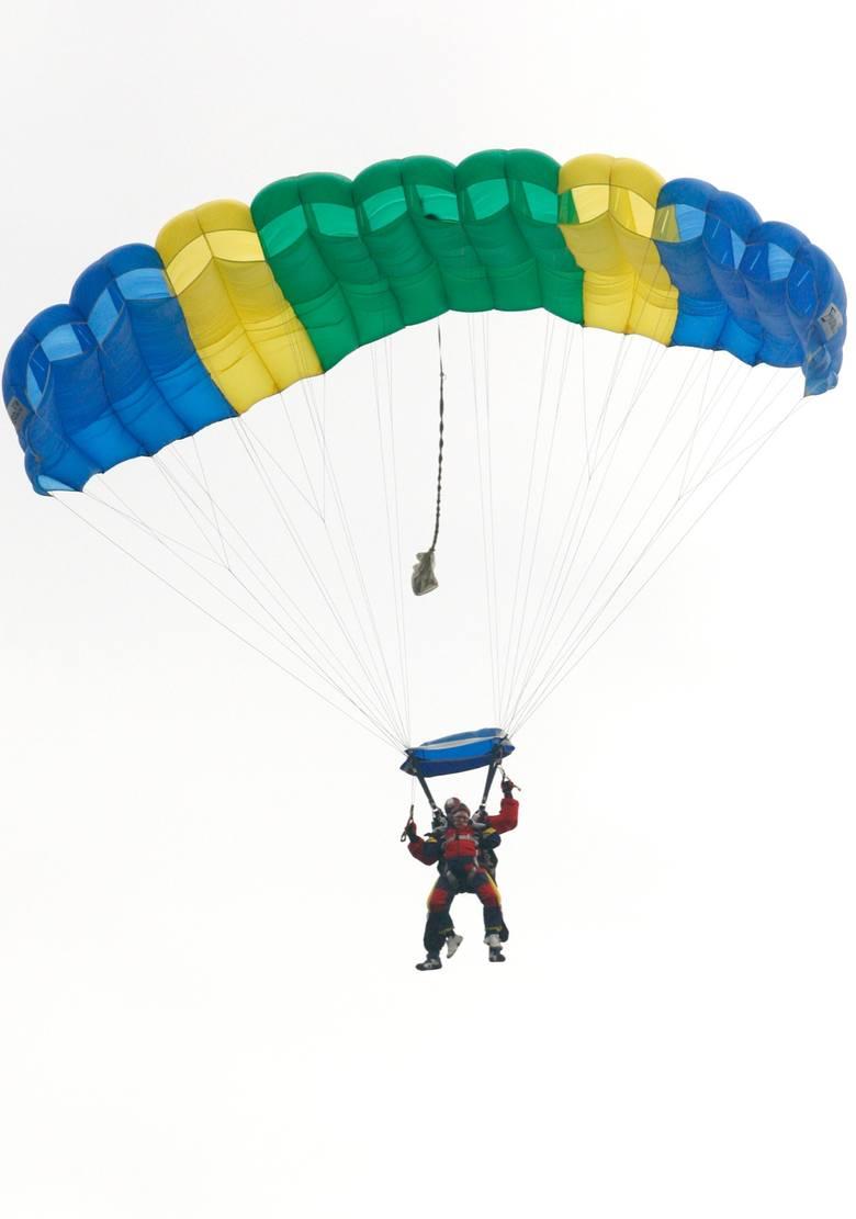 Dla lubiących wyzwania i adrenalinę, idealnie sprawdzi się voucher na skok ze spadochronem.