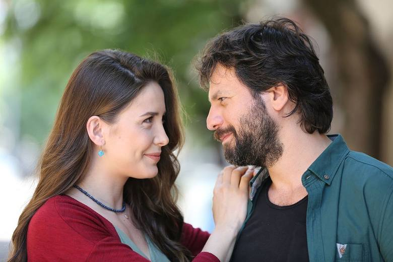 Elif odc. 734. Rana liczy na romans z Tarikiem. Streszczenie odcinka [22.05.20]