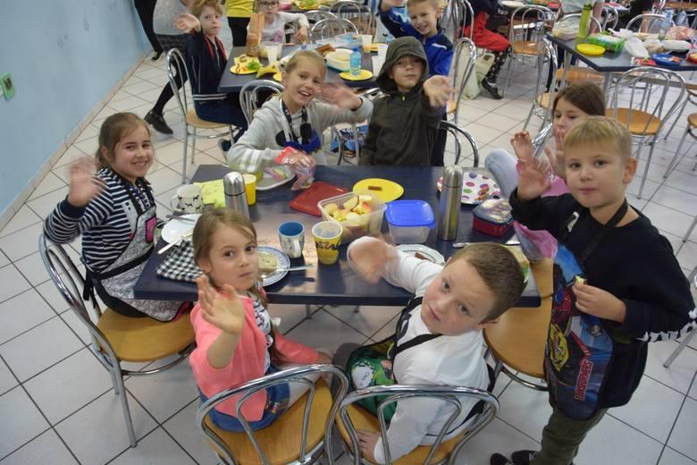 W piątek (8 listopada) z okazji światowego dnia zdrowego jedzenia i gotowania, w Szkole Podstawowej nr 2 w Zielonej Górze już po raz trzeci zorganizowano