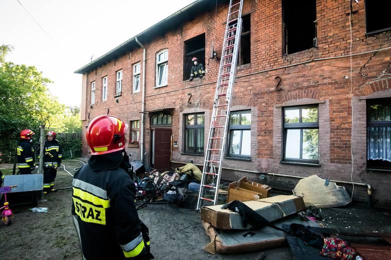 W czwartek, około godziny 17.30, wybuchł pożar w mieszkaniu przy ulicy Świętojańskiej w Bydgoszczy. Ogień pojawił się na pierwszym piętrze.Zobacz wideo