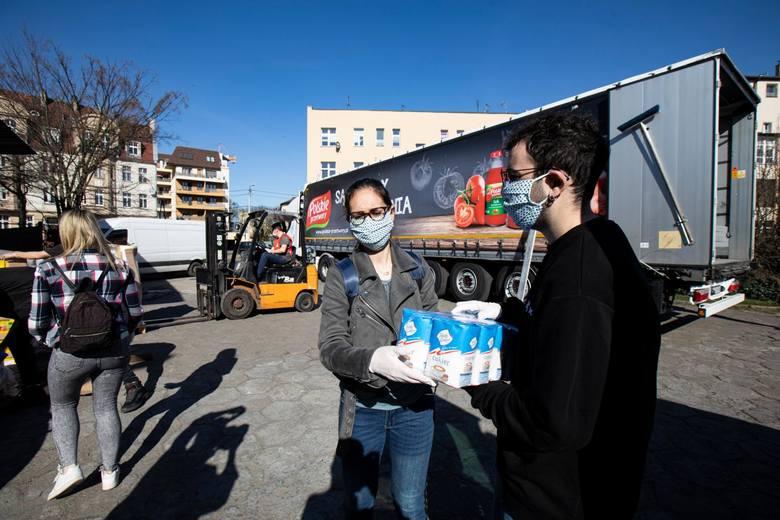 Od środy produkty żywnościowe dostarczane są do pięciu kujawsko-pomorskich oddziałów Caritas - instytucji zaangażowanych w pomoc osobom najbardziej potrzebującym