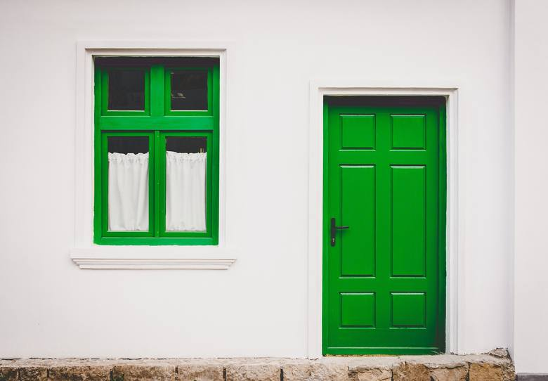 Numer 1Jedynka oznacza, że w domu mieszkają indywidualiści. Każdy, niczym kot, chodzi własnymi ścieżkami i nie przejmuje się innymi. Mieszkańcy nastawieni
