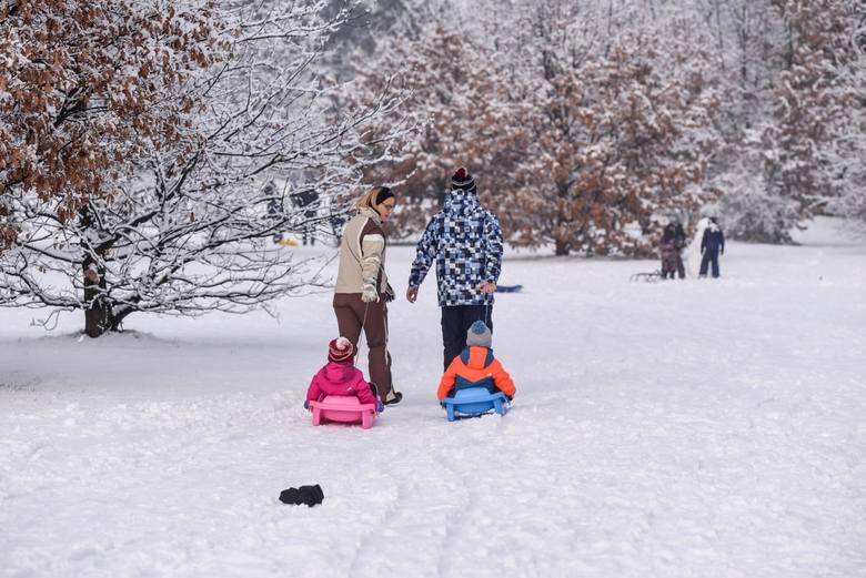 Oto ona! Zawitała do nas długo wyczekiwana, prawdziwa i co najważniejsze - śnieżna zima. Dlatego nie zwlekajcie - ubierzcie się ciepło (pamiętajcie o