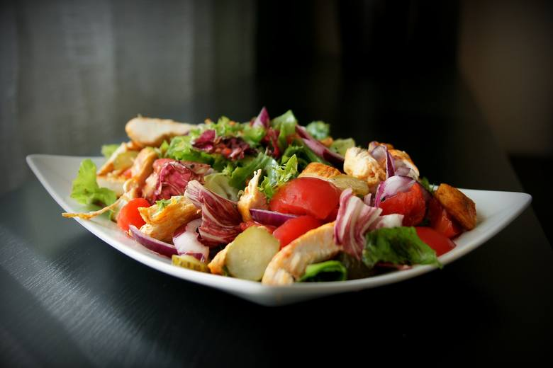 Dieta w chorobie Hashimoto jest bardzo ważnym elementem wspomagającym leczenie. Co jeść, a jakich produktów unikać radzą specjalistki z FoodMed Centrum