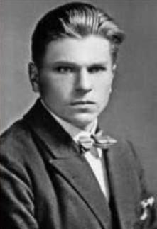 Antoni Żuk w pełnym rynsztunku bojowym, w grupie polskich lekarzy oficerów. Szkocja, 1941 rok