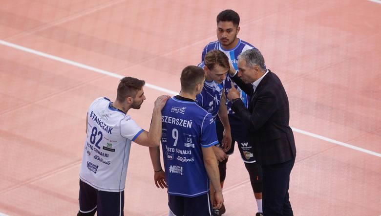 To był szczególny mecz dla trenera Ślepska Malow Andrzeja Kowala i przyjmującego Nicolasa Szerszenia. Obaj w przeszłości byli w rzeszowskim klubie. Powrót