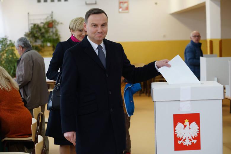 Wybory prezydenckie 2020. Koronawirus w Polsce. Wybory prezydenckie zostaną przełożone? Kandydaci są podzieleni