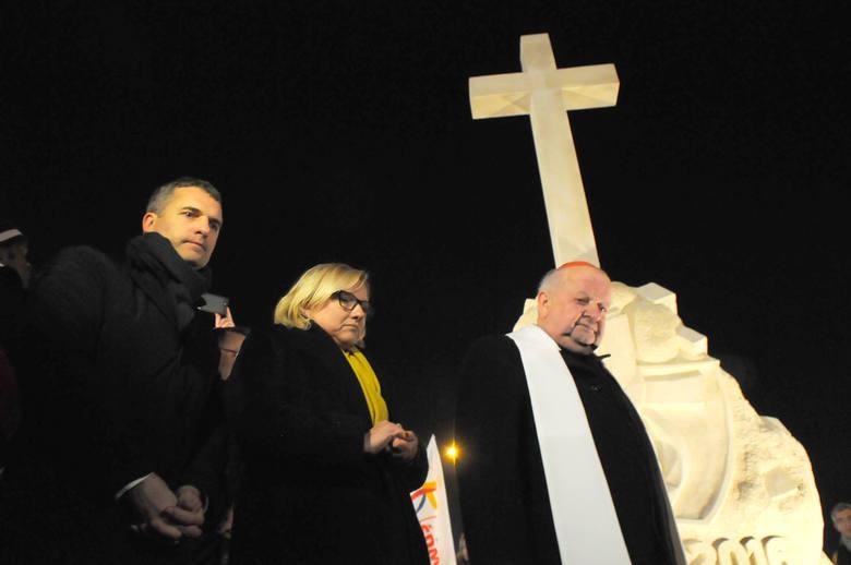 Kardynał Stanisław Dziwisz odsłonił w Brzegach pomnik ŚDM