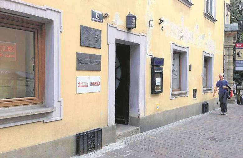 """Wejście do redakcji """"Tygodnika Powszechnego"""" przy ul. Wiślnej"""