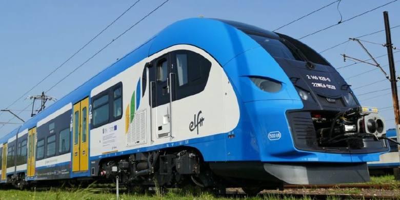 Śmierć w pociągu relacji Lubliniec-Częstochowa. Na miejscu działali ratownicy, policja i prokurator