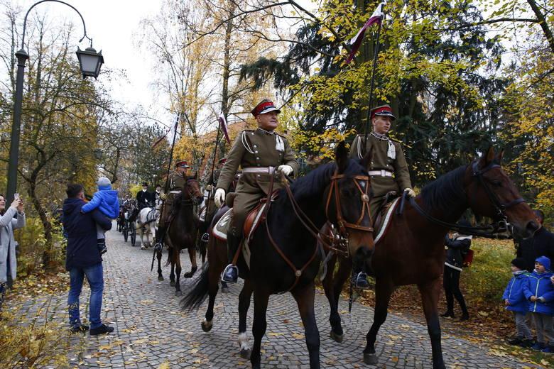 Warszawa: 101. rocznica odzyskania niepodległości. Obchody w Łazienkach Królewskich. Marszałek Piłsudski w ukochanym miejscu w stolicy