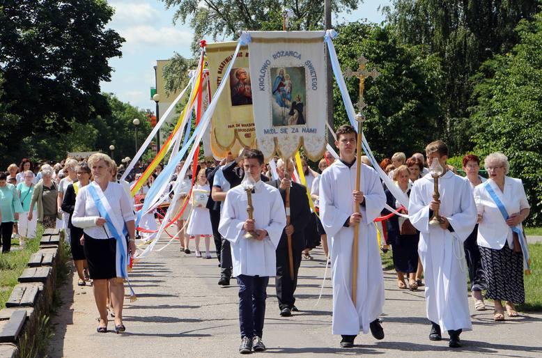 W czwartek, 31 maja Kościół katolicki obchodzić będzie Uroczystość Najświętszego Ciała i Krwi Chrystusa. Sprawdzamy którędy i w jakich godzinach przechodzić