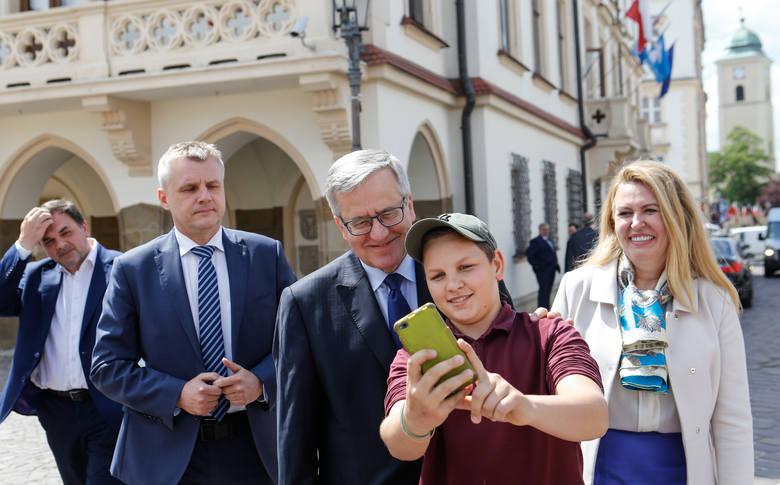 Na tydzień przed wyborami do Parlamentu Europejskiego do Rzeszowa przyjechał Bronisław Komorowski. Spotkanie zorganizowała Elżbieta Łukacijewska, obecna