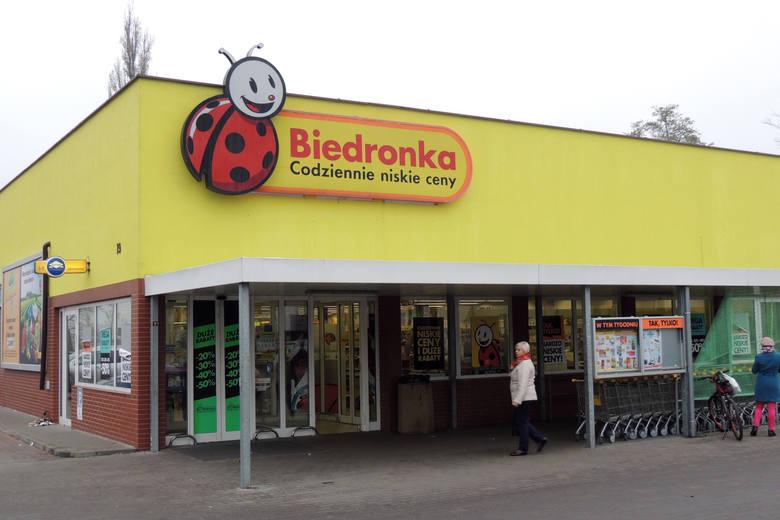 Wyższe pensje dla pracowników Biedronki dotyczą też pracowników starszych stażem. Sprzedawca-kasjer po trzech latach pracy w Biedronce zarobi nawet 3550