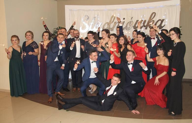 W gościnnych progach Rezydencji Leśnej w Piasecznie (powiat sandomierski) w sobotę, 9 lutego na studniówkowym balu bawili się tegoroczni maturzyści Zespołu