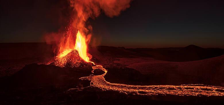 #9 Islandia, FagradalsfjallMasyw górski pochodzenia wulkanicznego na półwyspie Reykjanes w południowo-zachodniej Islandii obecnie przyciąga turystów