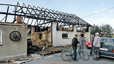 Ostatni pożar strawił budynki gospodarcze u Stanisława Gali Fot. Barbara Ciryt