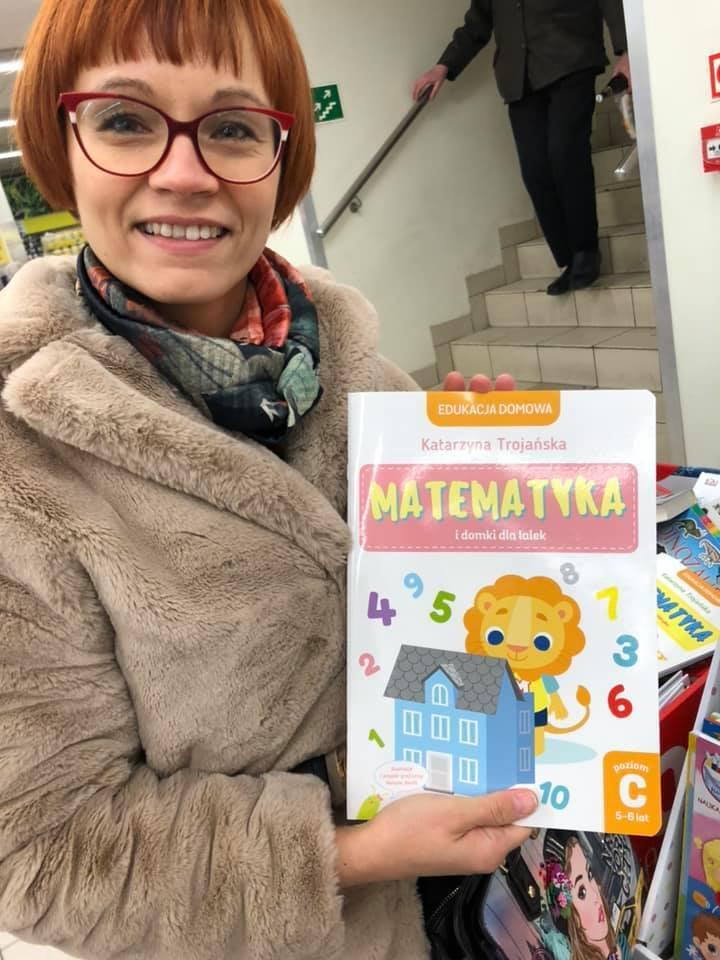 Autorka bloga KasiaTrojanska.pl,  właścicielka Extra Klasy, autorka nowatorskiej koncepcji Edukacji Otwartej.