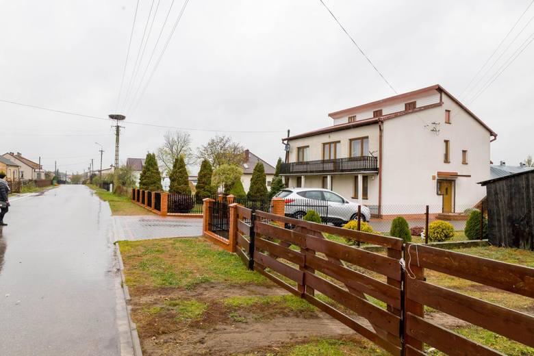 Morderstwo dwójki dzieci w Jeńkach. Jeńki: dom, w którym aresztowano podejrzanych