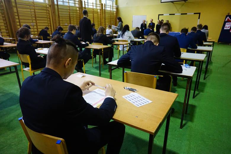POLECAMY TEŻ: Polscy uczniowie piszą klasówki, a nauczyciele... płaczą. Oto hity szkolnych sprawdzianów!