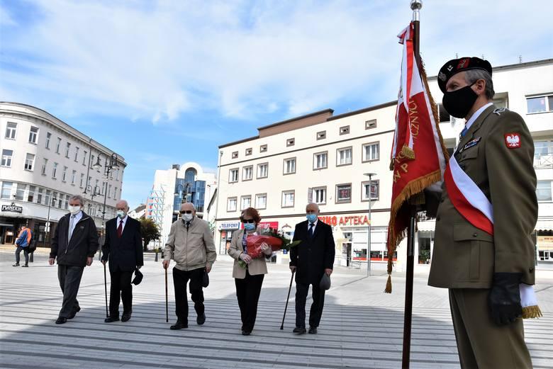 Uroczystość z okazji 75. rocznicy zakończenia II wojny światowej na pl. Wolności w Opolu.