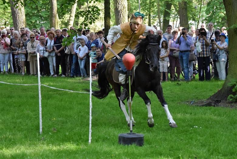 Z okazji Święta Konstytucji 3 Maja w Solankach w Inowrocławiu odbył się Piknik Historyczny. Zaprezentowano tańce z epoki i zaproszono do ich wykonania