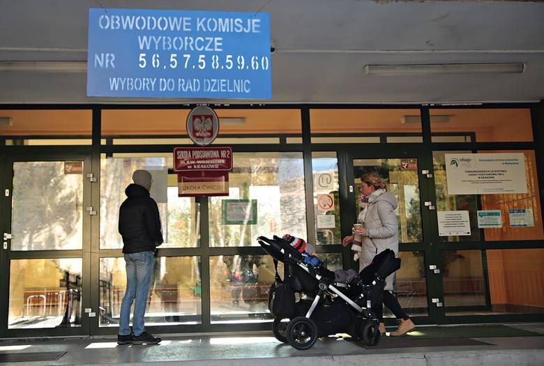 Mieszkańcy Krakowa wybierali radnych dzielnicowych [ZDJĘCIA]