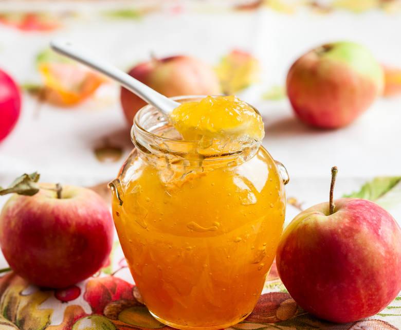 Dozwolone na diecie jabłkowej przetwory z jabłek to m.in. mus ze zmiksowanego miąższu albo jego kostek uduszonych w małej ilości wody.