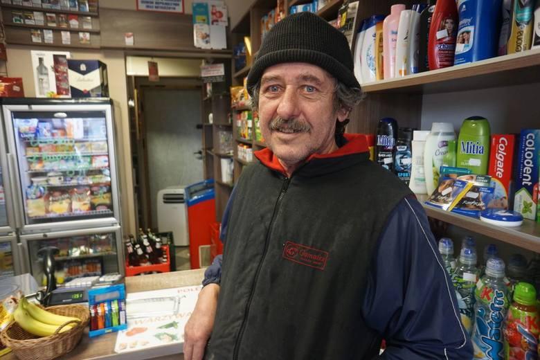 - Od 25 lat, jak tu mieszkam, żadnej epidemii nigdy tu nie było - mówi Roman Cieśla, gospodarz z Borkowic