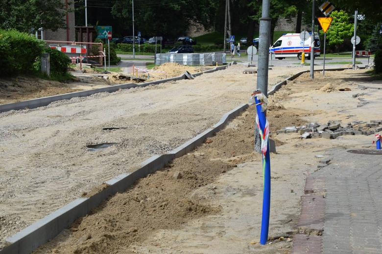 Aleja Piastów w Strzelcach Krajeńskich jest obecnie przebudowywana. Zakończenie prac remontowych ma się zakończyć w październiku.