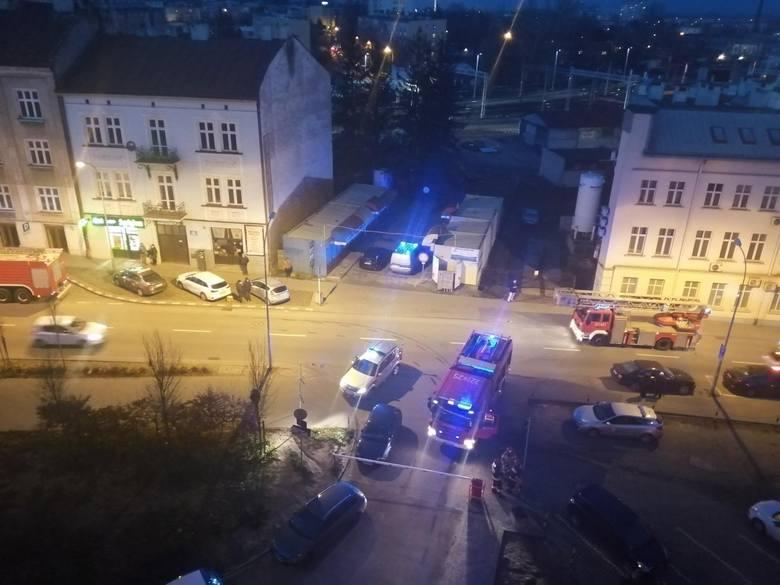 Trzy wozy strażackie i policja na ul. Jabłońskiego w Rzeszowie [ZDJĘCIA INTERNAUTY]