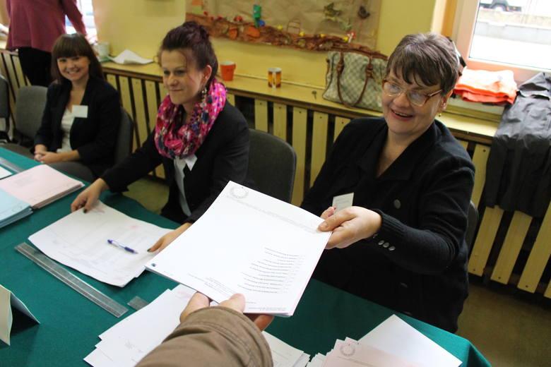 Wybory samorządowe 2014 Zabrze: tak głosowano w lokalu wyborczym na placu Warszawskim [ZDJĘCIA]