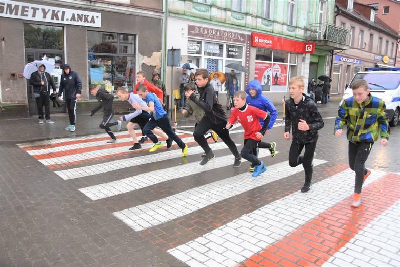Uczestnicy XXX edycji biegu im. Klemensa Biniakowskiego w Nakle wykazać się musieli hartem ducha. Bo pogoda nie była w tym roku ich sprzymierzeńcem.