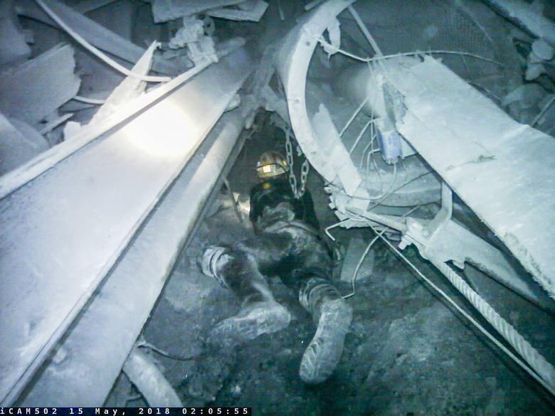 Znana jest dokładna przyczyna śmierci górników z kopalni Zofiówka. Na zdjęciu ratownik podczas akcji ratowniczej w Zofiówce.