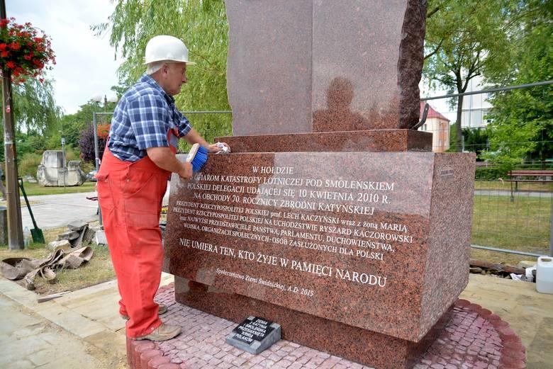 Pomnik ofiar katastrofy smoleńskiej podzielił Świdnik