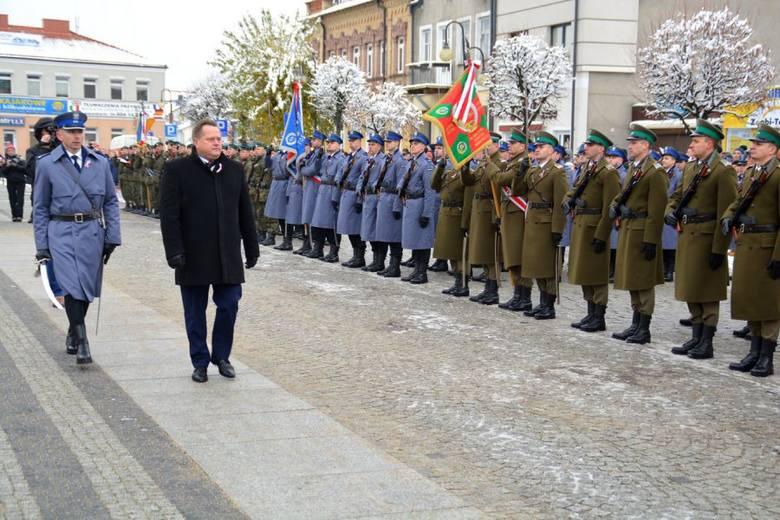 Cała Polska się śmieje z białostockich policjantów. Bo wycinali konfetti [ZDJĘCIA]