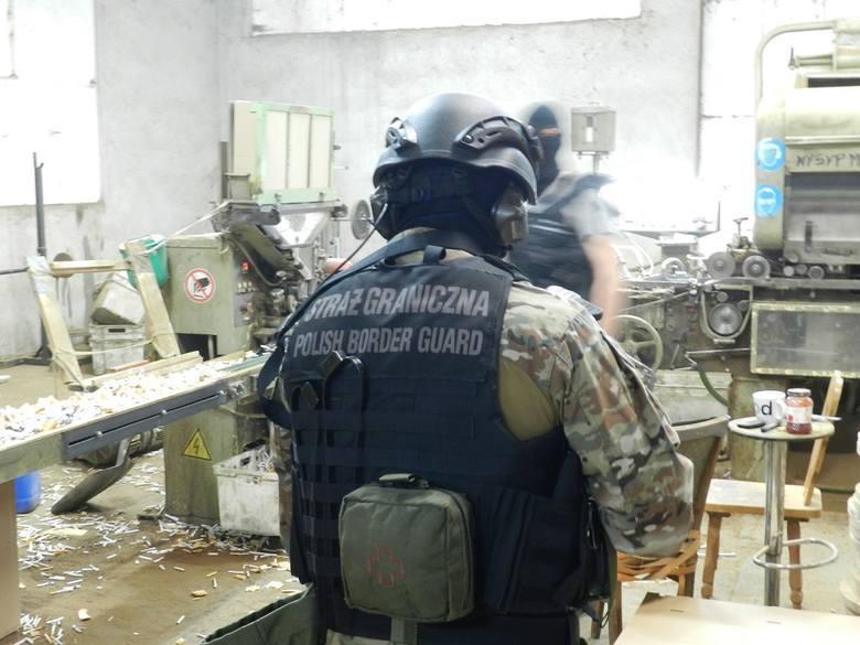 Jedna ze zlikwidowanych przez strażników granicznych z Krosna Odrzańskiego nielegalnych fabryk papierosów