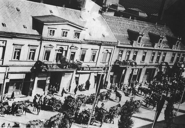 Taki obraz widział członek załogi niemieckiego samolotu rozpoznawczego, dokumentującego bombardowania miasta we wrześniu 1939 roku.
