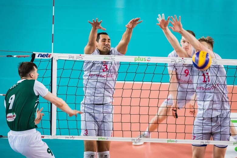 Siatkarze Łuczniczki Bydgoszcz pokonali w sobotę we własnej hali mistrza I ligi - AZS Częstochowa 3:0 (19, 17, 18) w pierwszym meczu barażowym o prawo