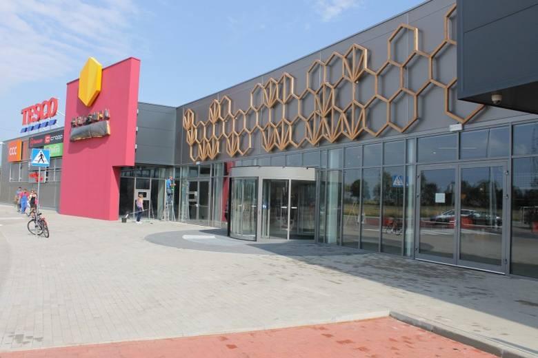 Galeria Miodowa przed otwarciemGaleria Miodowa to nie tylko pierwsza galeria handlowa w Kluczborku, ale i w całym powiecie. Kompleks handlowy mieści