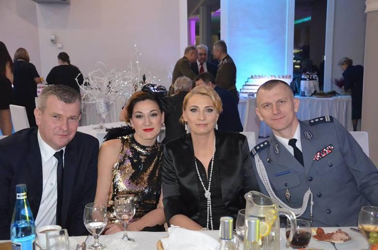 """W Sali Bankietowej """"Wersal"""" w Łapach odbył się kolejny Bal Ułański. Licznie przybyli goście bawili się do świtu na balu zorganizowanym"""