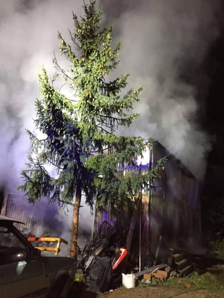 Pożar w Czarżu (gm. Dąbrowa Chełmińska). Na jednej z posesji spalił się garaż.