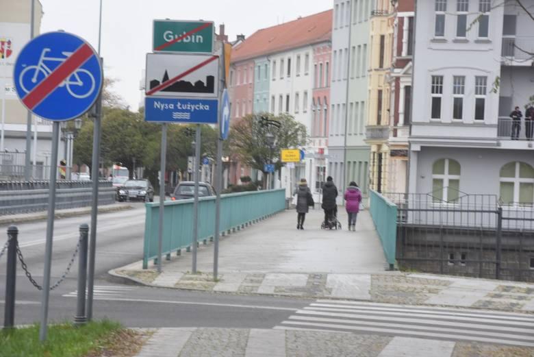 Zmienią się zasady przekraczania granic z Czech i Słowacji. Do Polski będą mogły wjeżdżać jedynie osoby, które posiadają negatywny wynik testu na koronawirusa