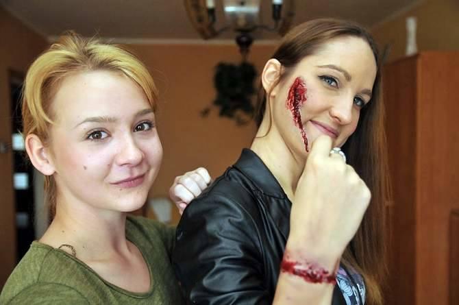 Tak powstaje makijaż na halloween.