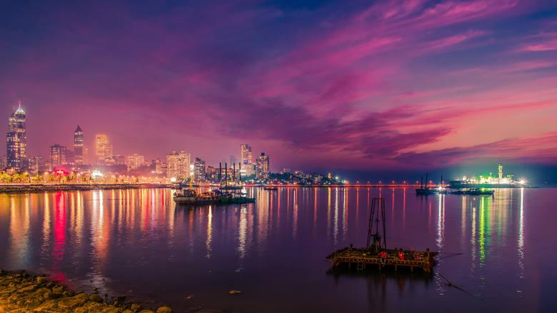 Bombaj, IndieBombaj wraz z miastami ościennymi tworzy najludniejszą po Delhi aglomerację, liczącą 23 miliony mieszkańców. Znajdują się tutaj największe