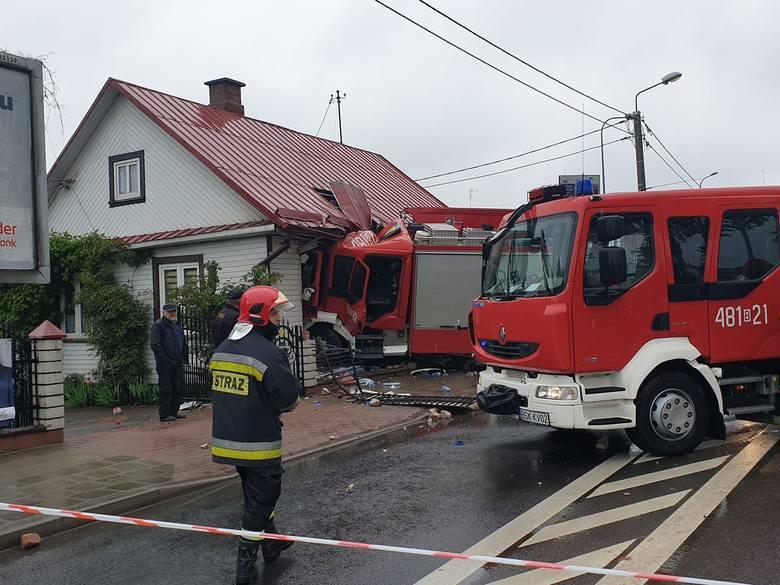 Straż pożarna uderzyła w dom na ul. Grodzieńskiej w Sokółce naprzeciwko kościoła św. Antoniego
